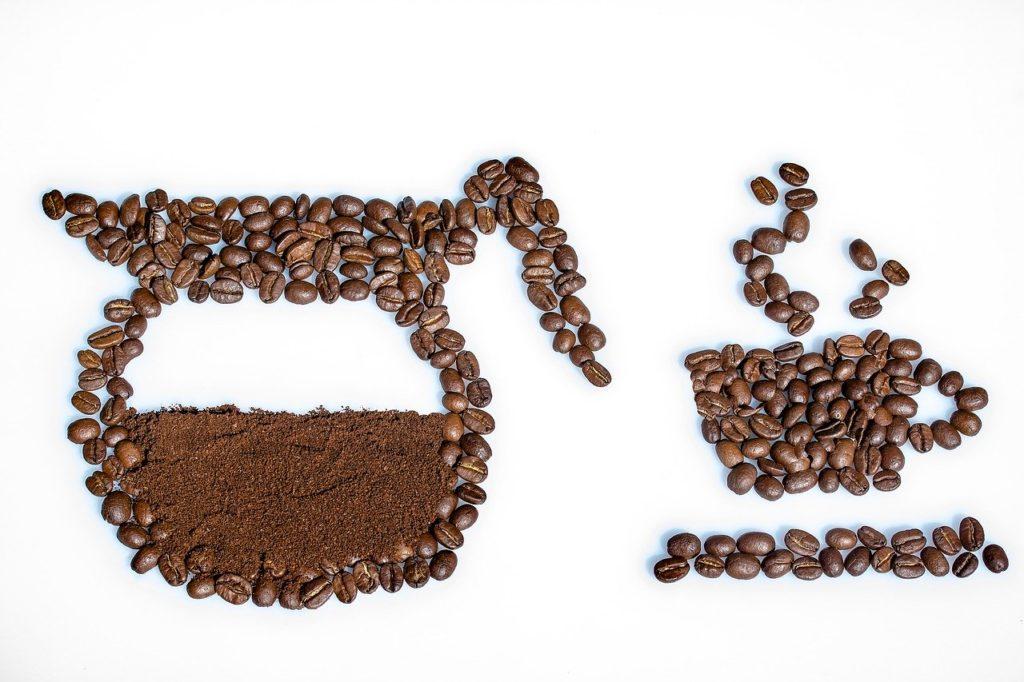 コーヒー豆で描かれたコーヒー
