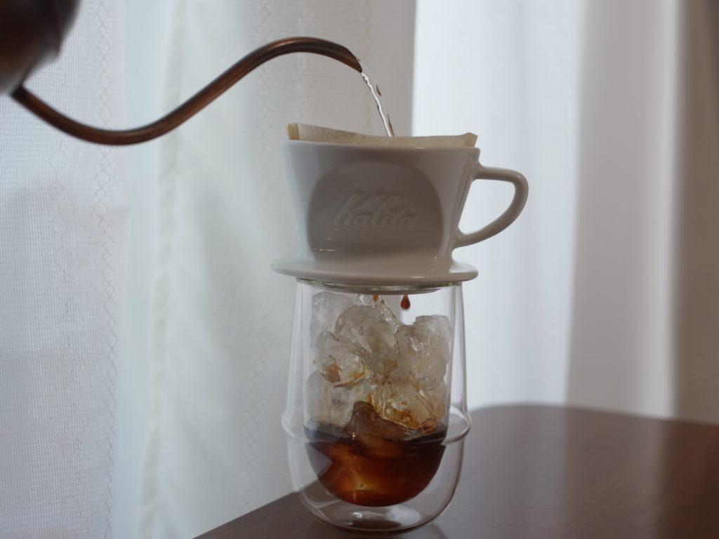 アイスコーヒーをドリップ中