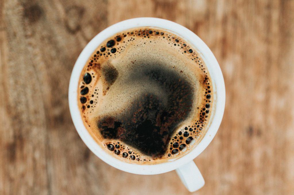 おいしそうなホットコーヒーを上から